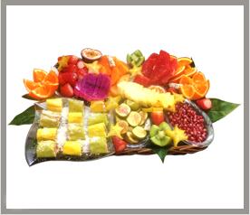 משולבת בסטייל - סלסלת פירות וסושי פירות