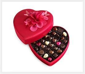 משלוח קופסת שוקולדים בצורת לב